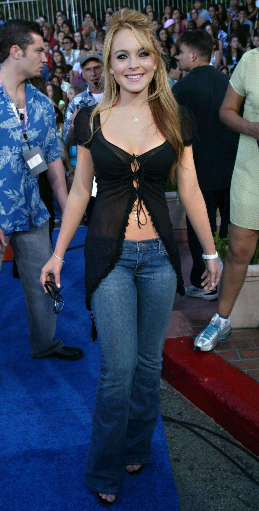 Lindsay Lohan attends the Teen Choice Awards on