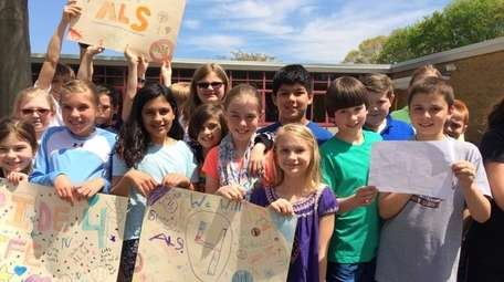 Kelly Cummings' fourth-grade class at Cherry Avenue Elementary