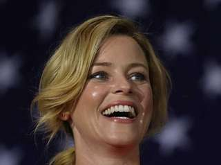 Elizabeth Banks' jokes fell flat at the Democratic