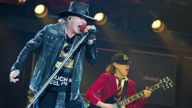epa05331080 Guns' N Roses singer Axl Rose (L)