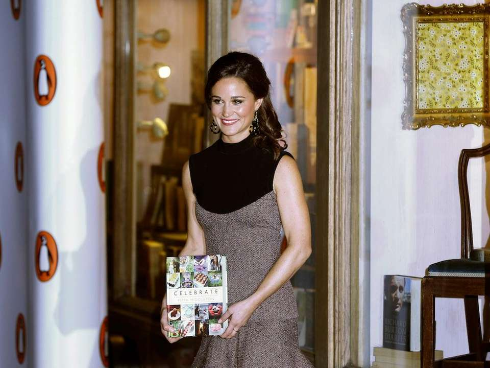 Pippa Middleton arrives at a bookshop to promote