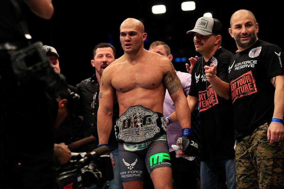Successful title defenses: 2 Former Strikeforce middleweight champion