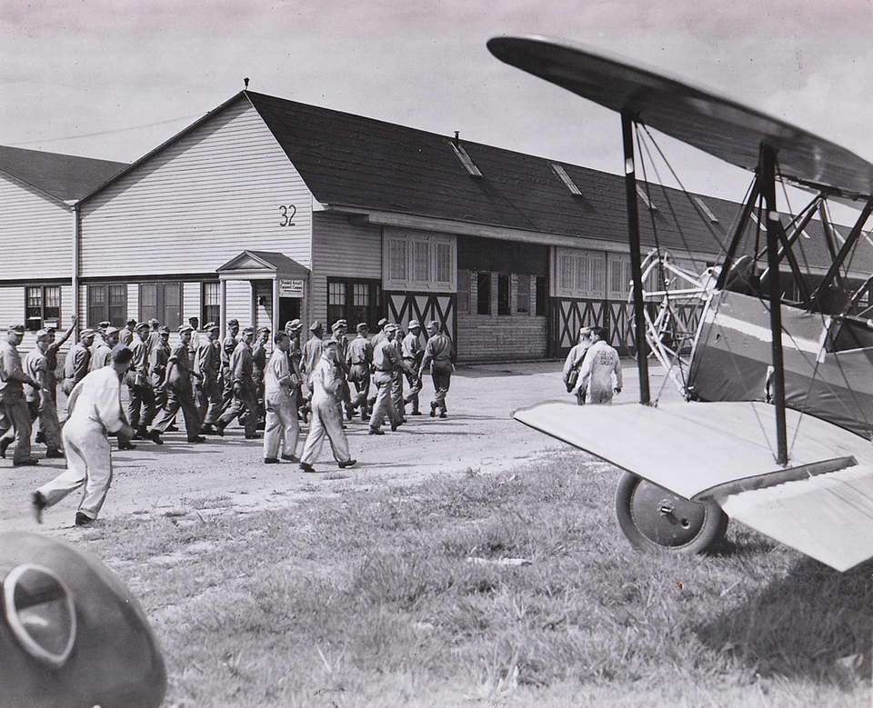 Air Force mechanic trainees stationed at Roosevelt Field