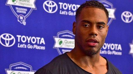 Giants running back Rashad Jennings speaks with the