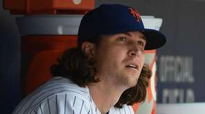 New York Mets starting pitcher Jacob deGrom looks