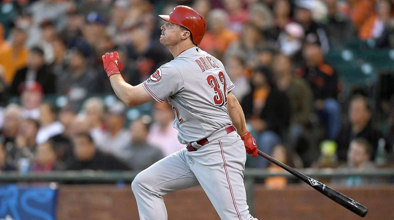 Jay Bruce #32 of the Cincinnati Reds swings