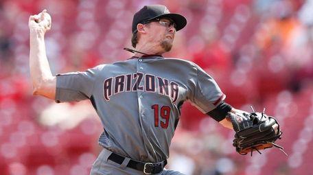 Tyler Clippard #19 of the Arizona Diamondbacks pitches