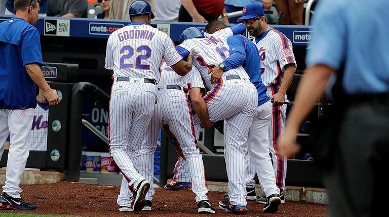 New York Mets shortstop Asdrubal Cabrera (13) is