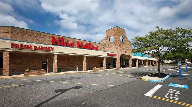 A King Kullen supermarket at Middle Country and