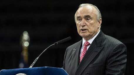 NYPD Commissioner William Bratton will announce his resignation