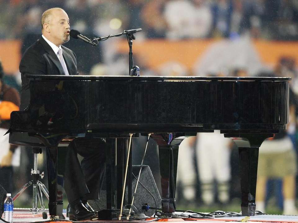 Feb. 4, 2007: Billy Joel sings the national