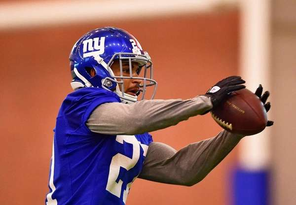 Giants safety Darian Thompson  makes a catch during