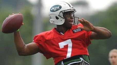 Geno Smith #7, New York Jets quarterback, throws