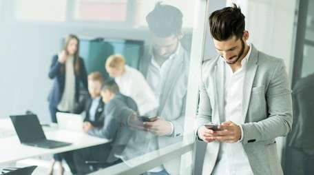 Companies should set clear limits on personal cellphone