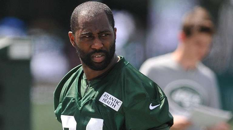 Darrelle Revis #24, New York Jets cornerback, heads