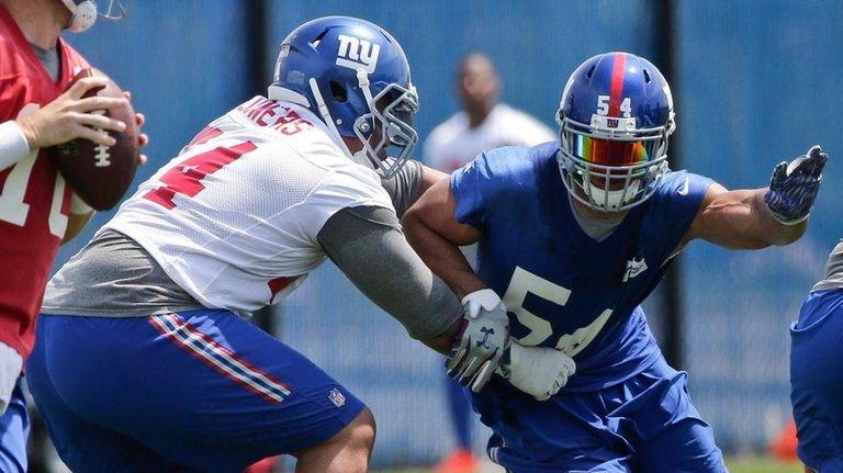 New York Giants Olivier Vernon (54) rushes Eli