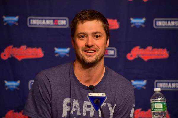 Cleveland Indians relief pitcher Andrew Miller speaks with