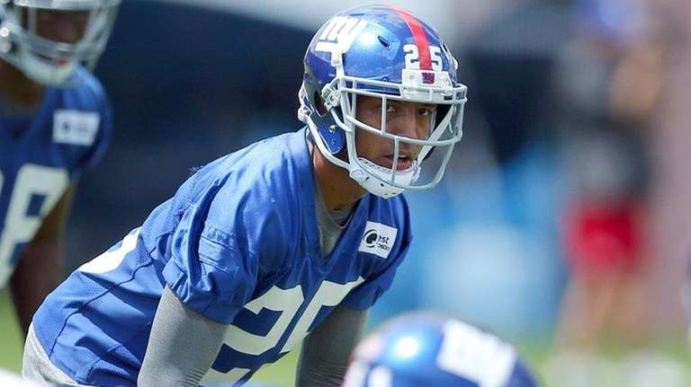 New York Giants cornerback Leon Hall (25) lines