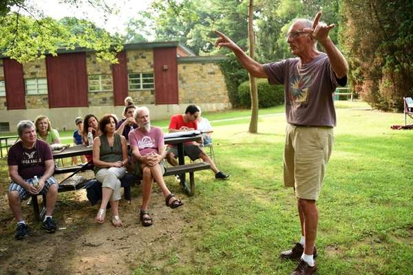 Former Glen Cove Mayor Donald DeRiggi addresses community