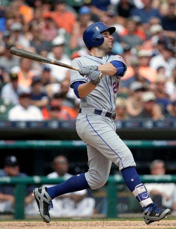 Neil Walker hits a two-run home run against