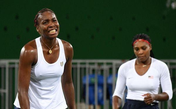 USA's Serena Williams (R) and USA's Venus Williams