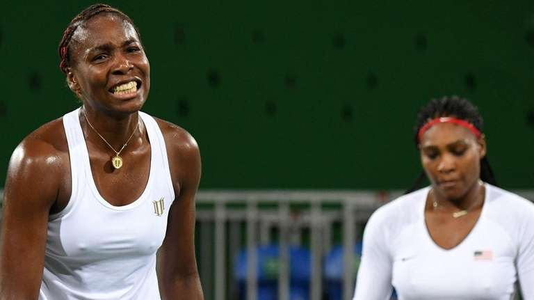 USA's Serena Williams (R) and USA's Venus Williams