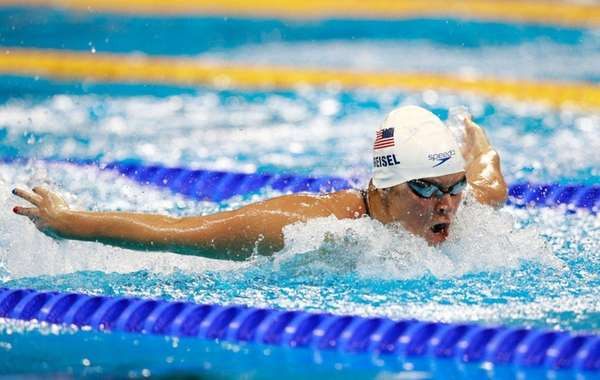 Elizabeth Beisel of the United States competes in