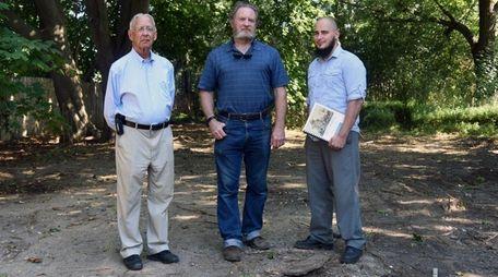 From left: Gene Horton, a local historian, Ed