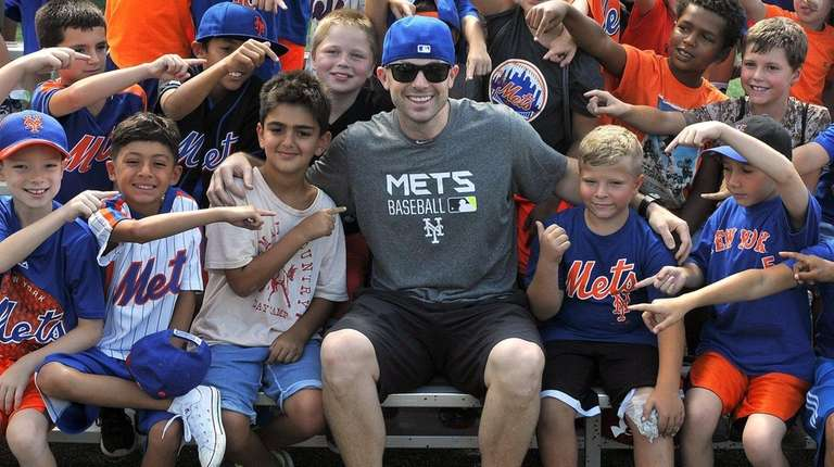 Mets captain David Wright poses for pictures with