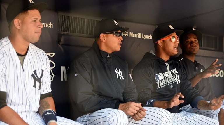 Alex Rodriguez, second from left, and Yankees teammates