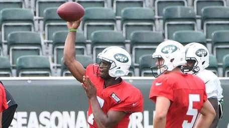 New York Jets quarterbacks including quarterback Geno Smith