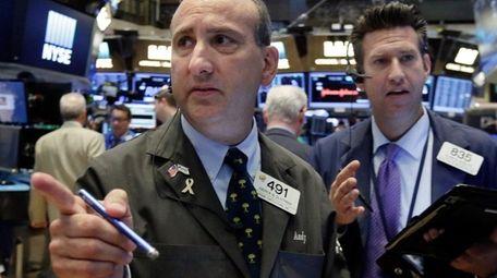 Traders Andrew Silverman, left, and Glenn Kessler work
