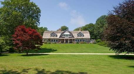 The 6.7 acres for sale on Georgica Road