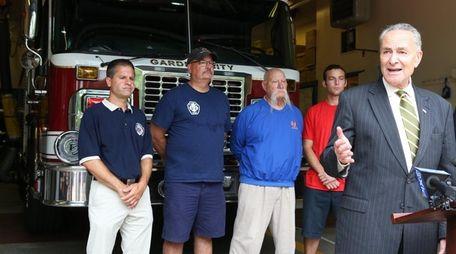 Sen. Chuck Schumer visits firefighters in Garden City