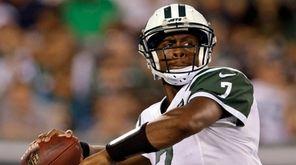 New York Jets quarterback Geno Smith passes against