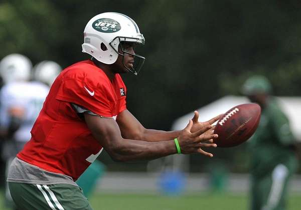 Geno Smith #7, New York Jets quarterback, takes
