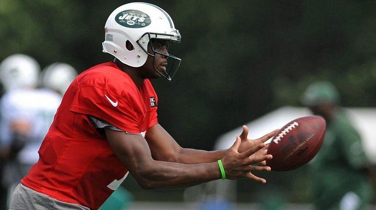 Geno Smith #7, New York Jets quarterback, takes