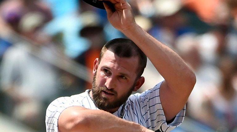 New York Mets relief pitcher Jonathon Niese reacts