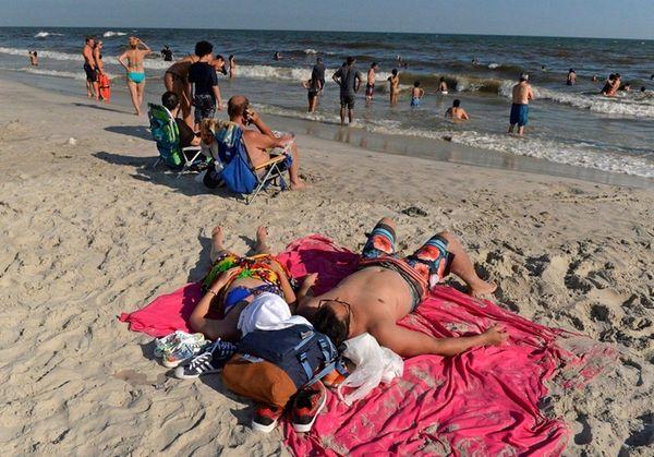 People beat the heat on Long Beach on