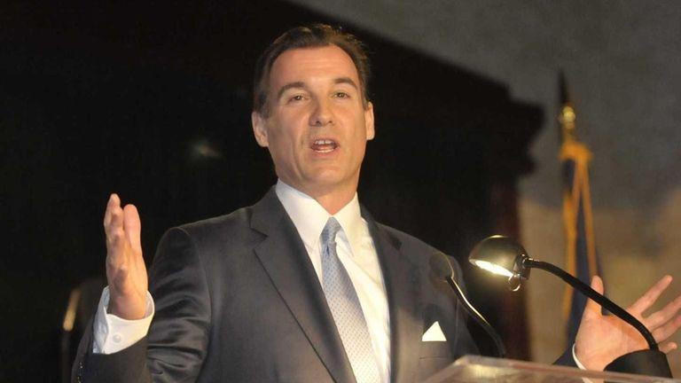 Thomas Suozzi speaks during the Nassau County Democrats'