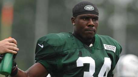 Dion Bailey, New York Jets safety, stays hydrated