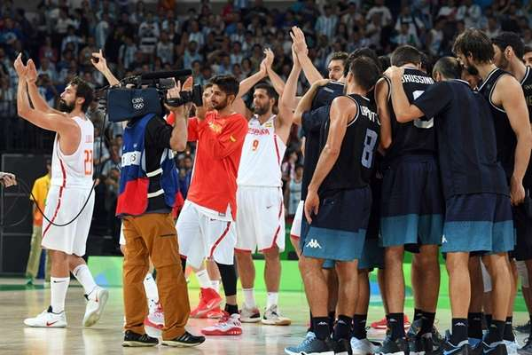 Spain's guard Sergio Llull (L), Spain's point guard
