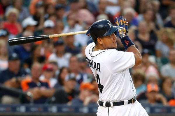 Detroit Tigers' Miguel Cabrera watches his fly ball