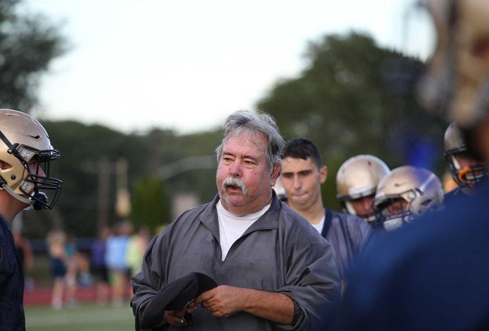 Head coach Erwin Dill talks to a player