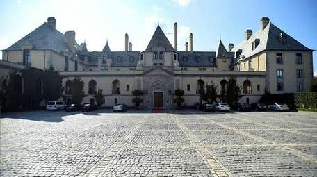 A plan to turn Oheka Castle, seen on