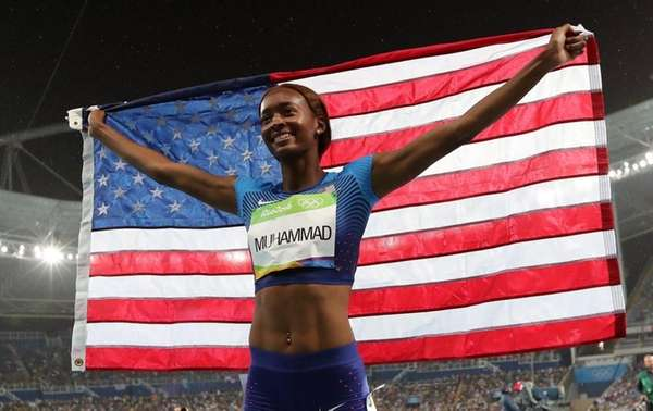 Dalilah Muhammad from the United States celebrates her