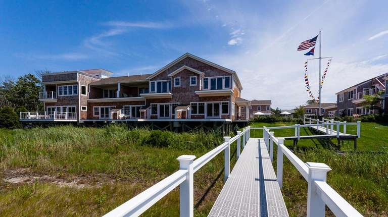 Ponquogue Point, a new private waterfront town house