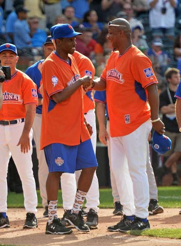 Former Mets and Yankees players Dwight Gooden, left,