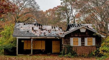 An abandoned home is seen in Dix HIlls