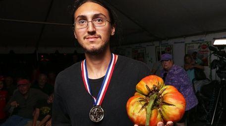 Peter Notarnicola of Massapequa wins the biggest tomato